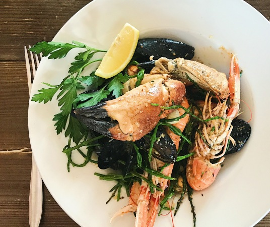 crab claws, langoustines and mussels