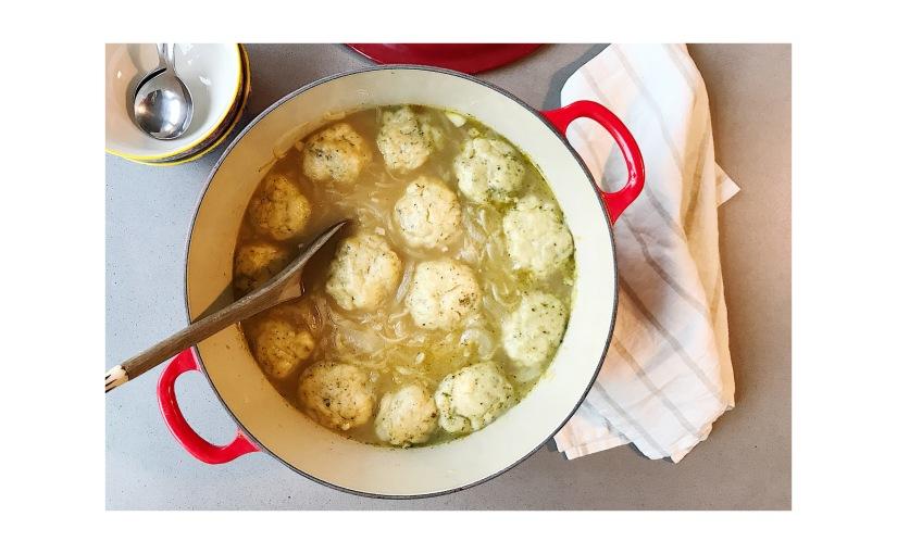 Vegan herby dumplings and onionsoup